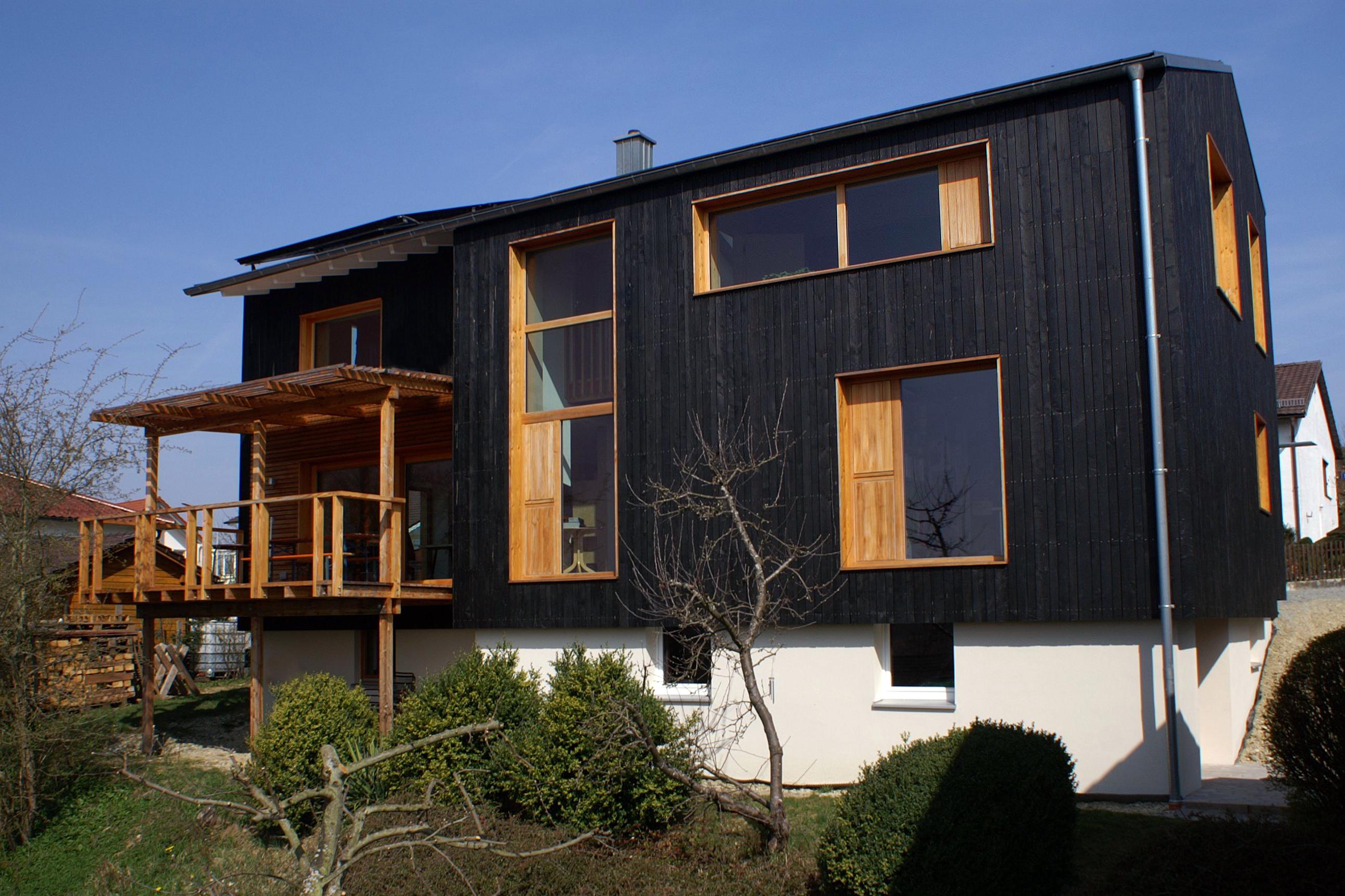 Sanierungspreis 15 in der Kategorie Bauherr - Energetische Sanierung und Erweiterung eines Einfamilienhauses, Außenansicht nach der Sanierung