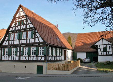 Sanierungspreis 16 in der Kategorie Bauherr - Komplettsanierung eines denkmalgeschützten Hofguts mit Wohnhaus, Scheune und Schuppen, Westansicht